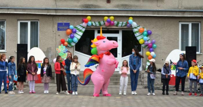 Єдиноріг, морозиво й веселощі: у Рожищі відсвяткували День захисту дітей