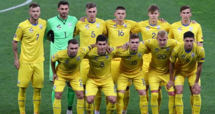 Збірна України з футболу вперше в історії вийшла в 1/8 фіналу чемпіонату Європи.
