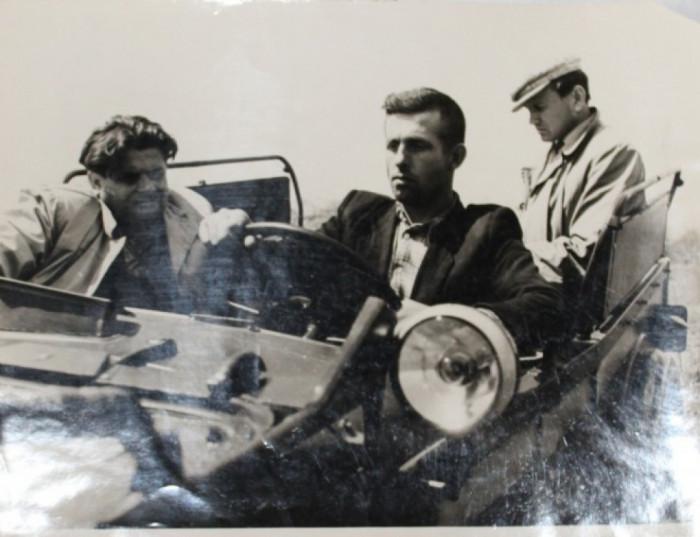 1964 рік, Василь Федчук (ззаду) на першій практиці разом з журналістом Волині Петром Марценюком та водієм Володимиром Корольчуком
