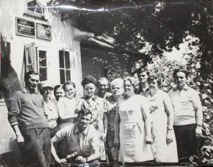 Колектив радіо на екскурсії у музеї М. Островського у селі Вілія