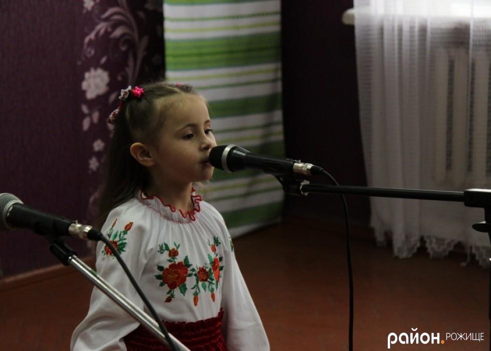 Маленька солістка Іринка Шрай зачарувала присутніх своїм співом
