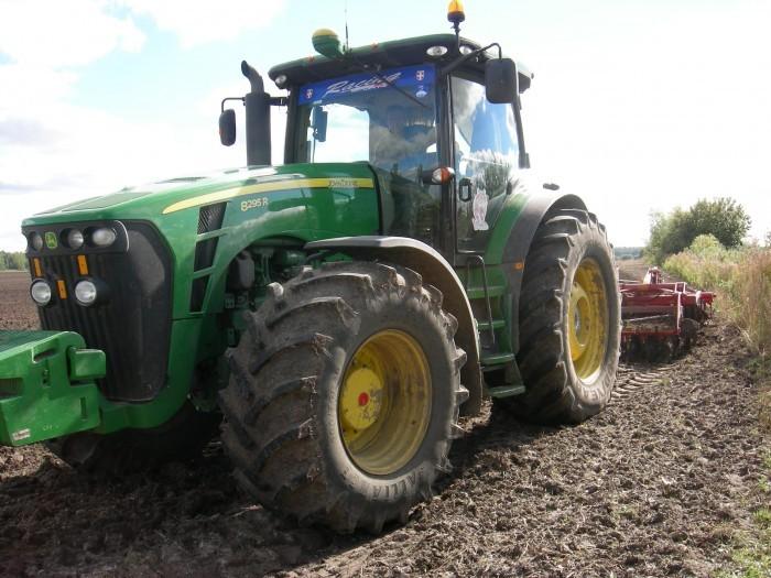 В Івано-Франківській області горів трактор «John Deerе»