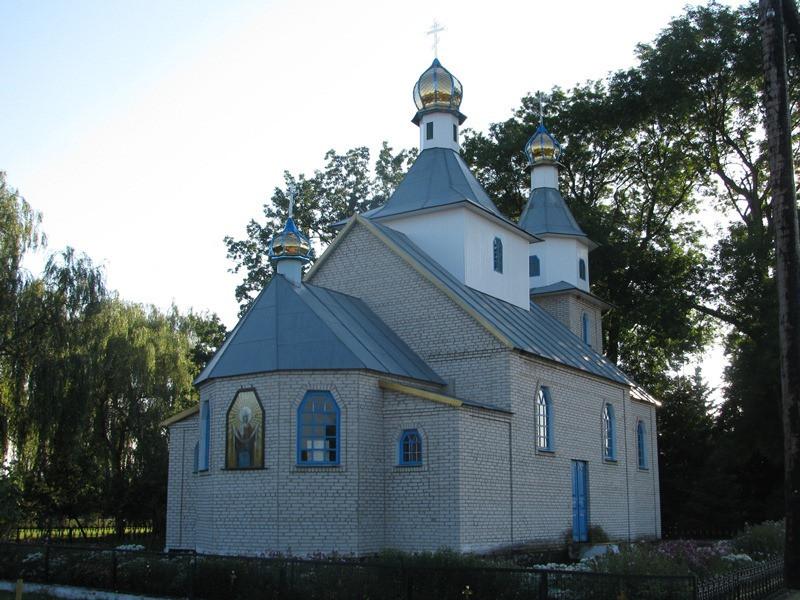 Свято-Покровська церква у селі Квітневе