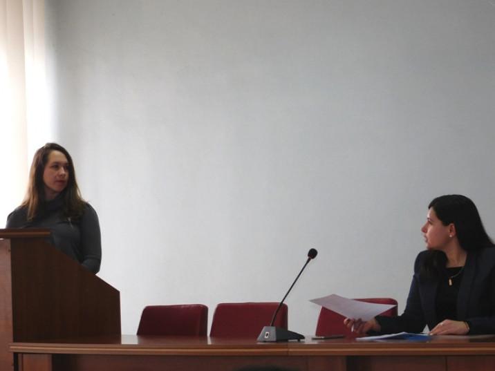 Доповідає головнаспеціалістка відділу державного реєстру виборців апарату райдержадміністрації Маргарита Невірко