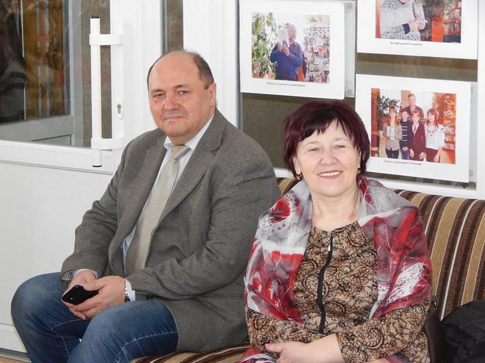 Разом з гостею до бібліотеки завітали також письменник йвидавець Микола Мартинюк та поетка Ніна Горик.