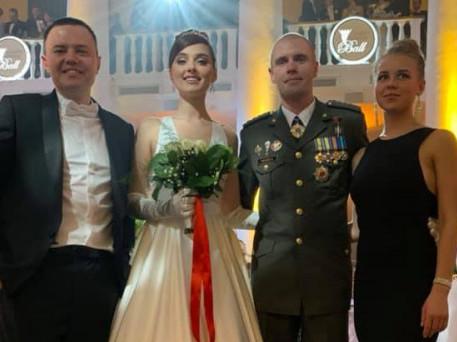 Підприємець Геннадій Курочка, модель Вероніка Дідусенко, кіборг Павло Чайка та його дружина Вікторія.