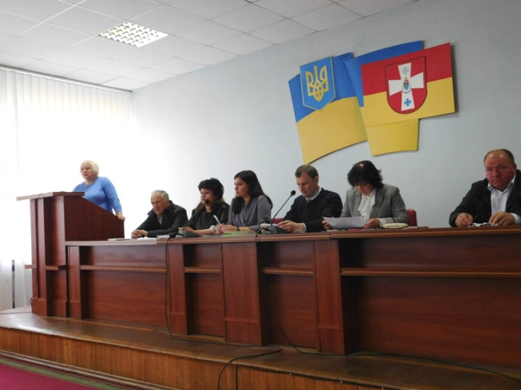 Доповідає начальницяуправління фінансів райдержадміністрації Лілія Клебанська