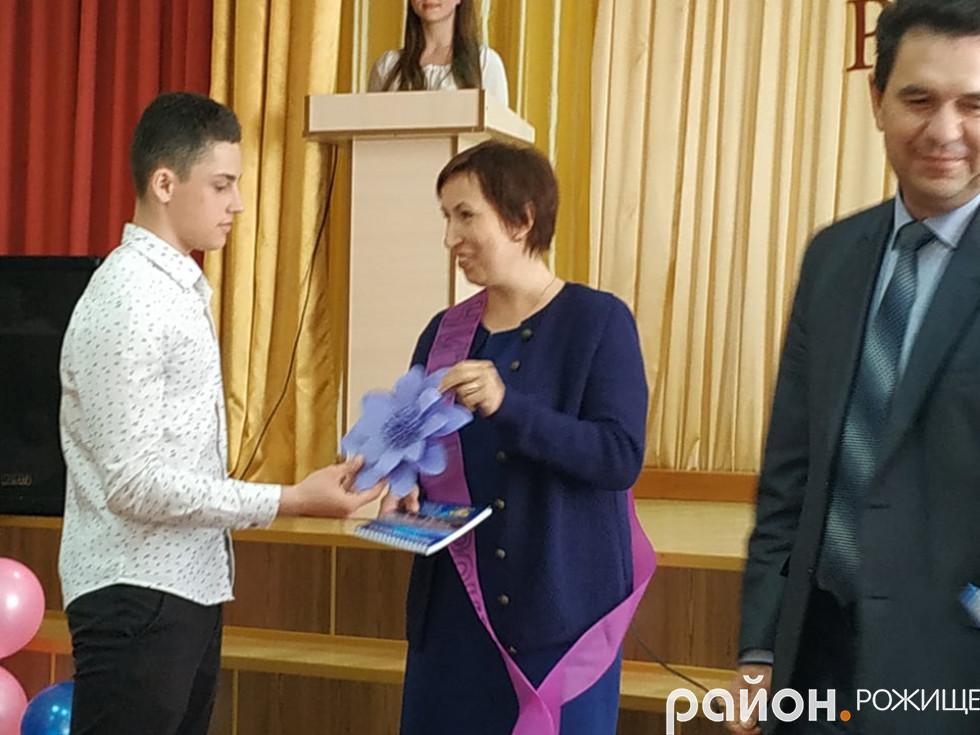 Нагороду у номінації «Вчитель року» здобула вчителька інформатикиТетяна Кадушкіна.