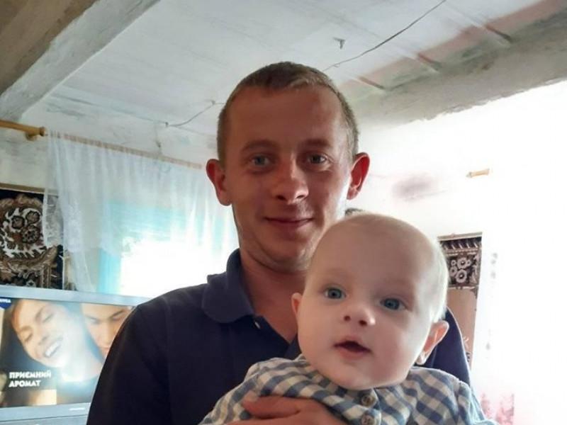 Маленька Софійка разом з татом Юрієм Рудчуком