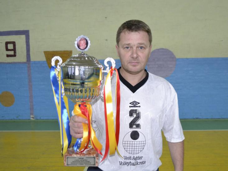 Син легендарного футболіста Вадим Наконечний з перехідним кубком.