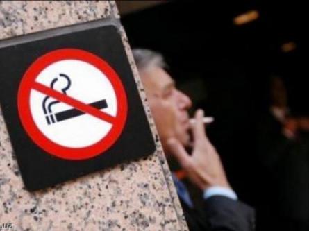 Паління у громадських місцях