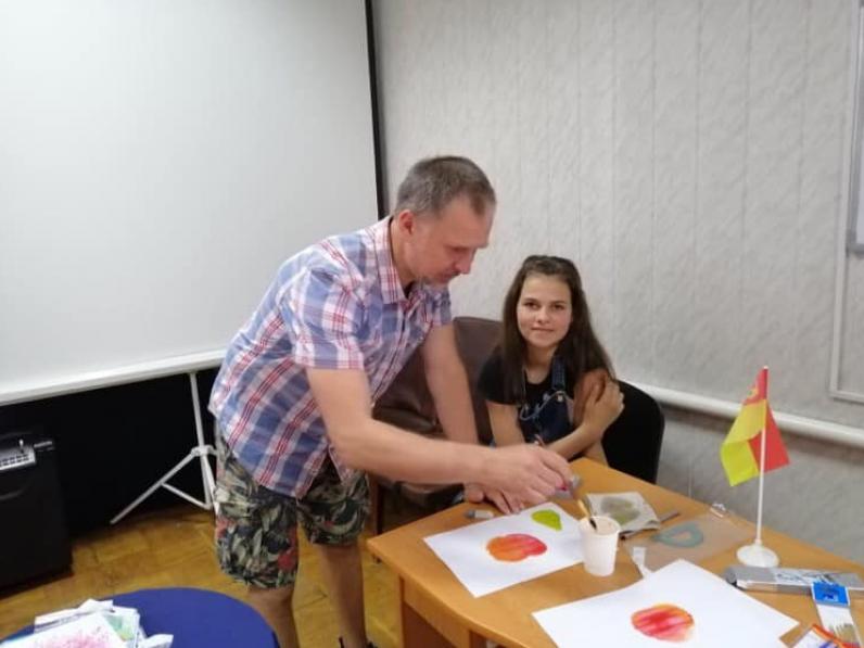 Рожищенський художник та активіст Віталій Шевченко допомагає розвивати творчі здібності