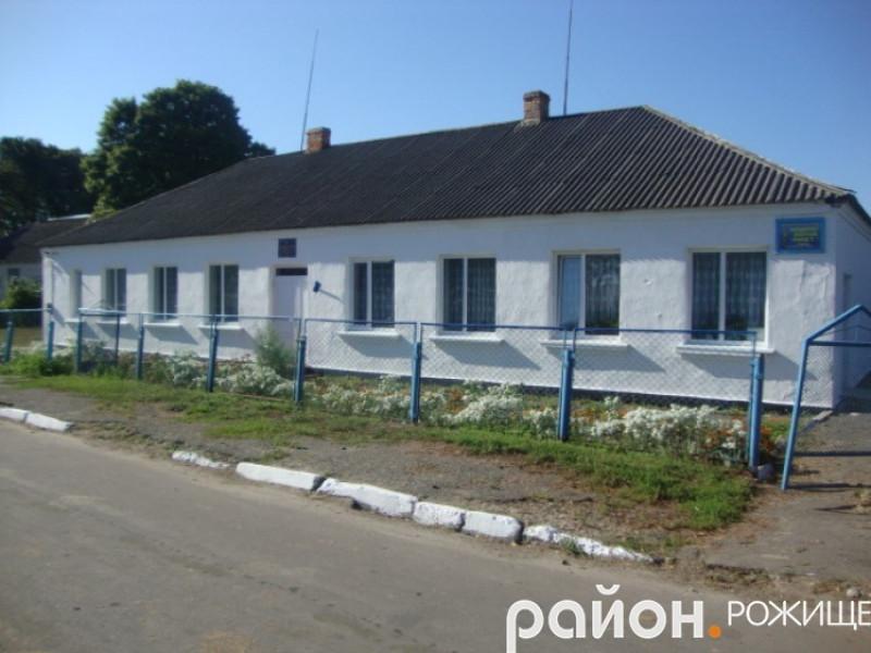 Школа у селі Кобче