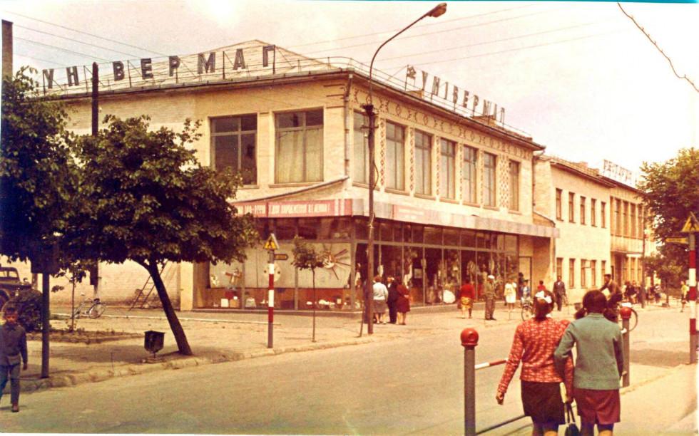 Один з перших кольорових фотознімків міста Рожище.1970 рік.Автором цього фото був Гергеша Григорій Іванович (в ті часи кореспондент рожищенської районної газети «Світло жовтня»). Фотографував багато, бо робота була така, але технологію кольорових світлин хотів освоїти не для професії (газета ж була чорно-біла), а просто заради власної цікавості.