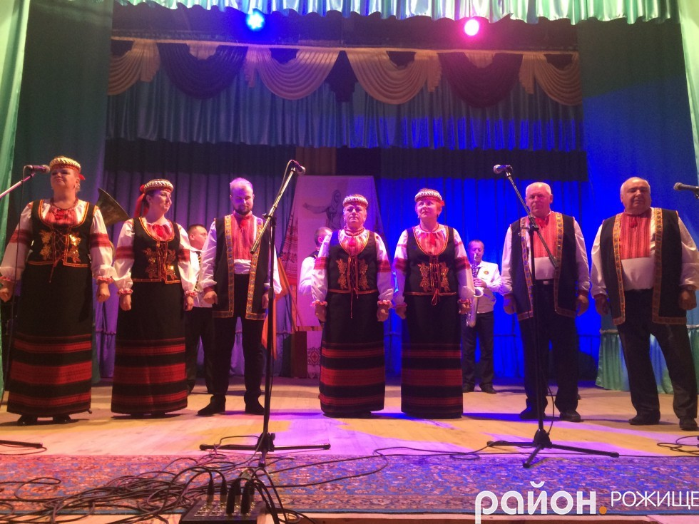 народний аматорський ансамбль «Колорит» РД «Просвіта» (керівник Світлана Павлючик)
