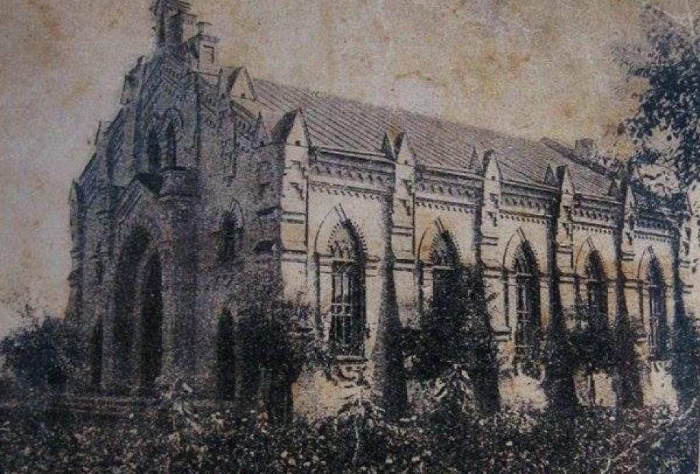 Кірха на початку ХХ століття. Зображення з oldhome.vv.si