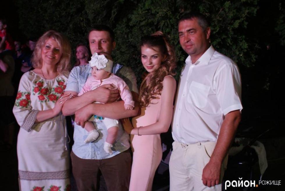 Сім'я Росоловських з донькою, зятем та онукою