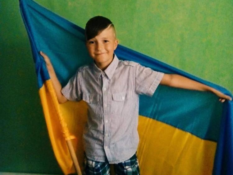 На фото - Станіслав Шварцкоп. У День Державного Прапора України юний рожищанин святкує свій День народження! Щиро вітаємо іменинника!