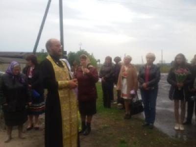 Під час відкриття меморіального знаку «Борцям за волю України. Жертвам комуністичного терору села Квітневе» (22 вересня 2015 року).