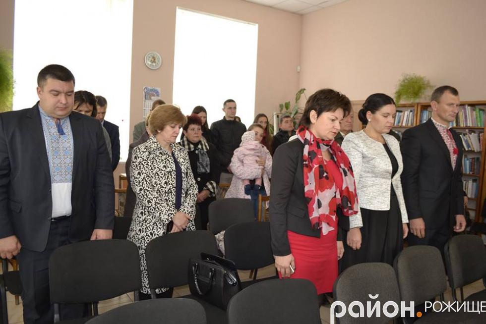 Присутні хвилиною мовчання вшанували загиблих за волю та незалежність України