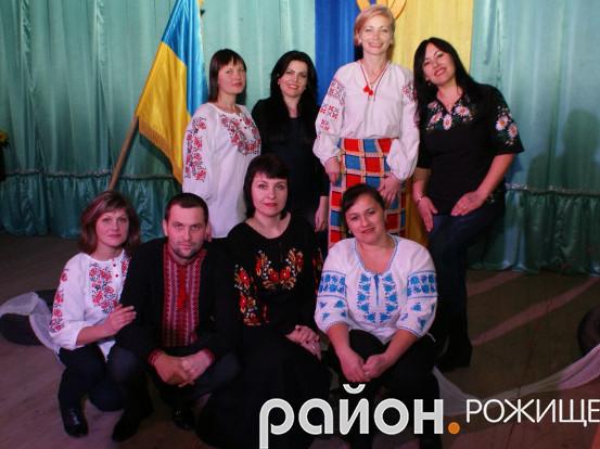 Актори народного аматорського театру РД «Просвіта»
