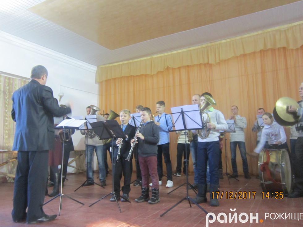 Дитячий духовий оркестр ДМШ міста Рожища