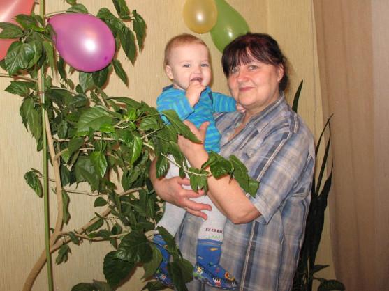 Неоніла Григорівна Остапчук з онуком