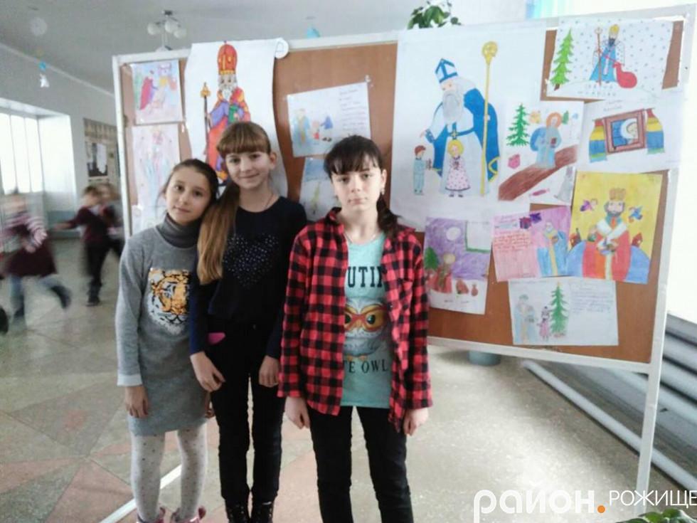 Дітки, які брали участь в конкурсі міськради розмістили свої малюнки в НВК №4