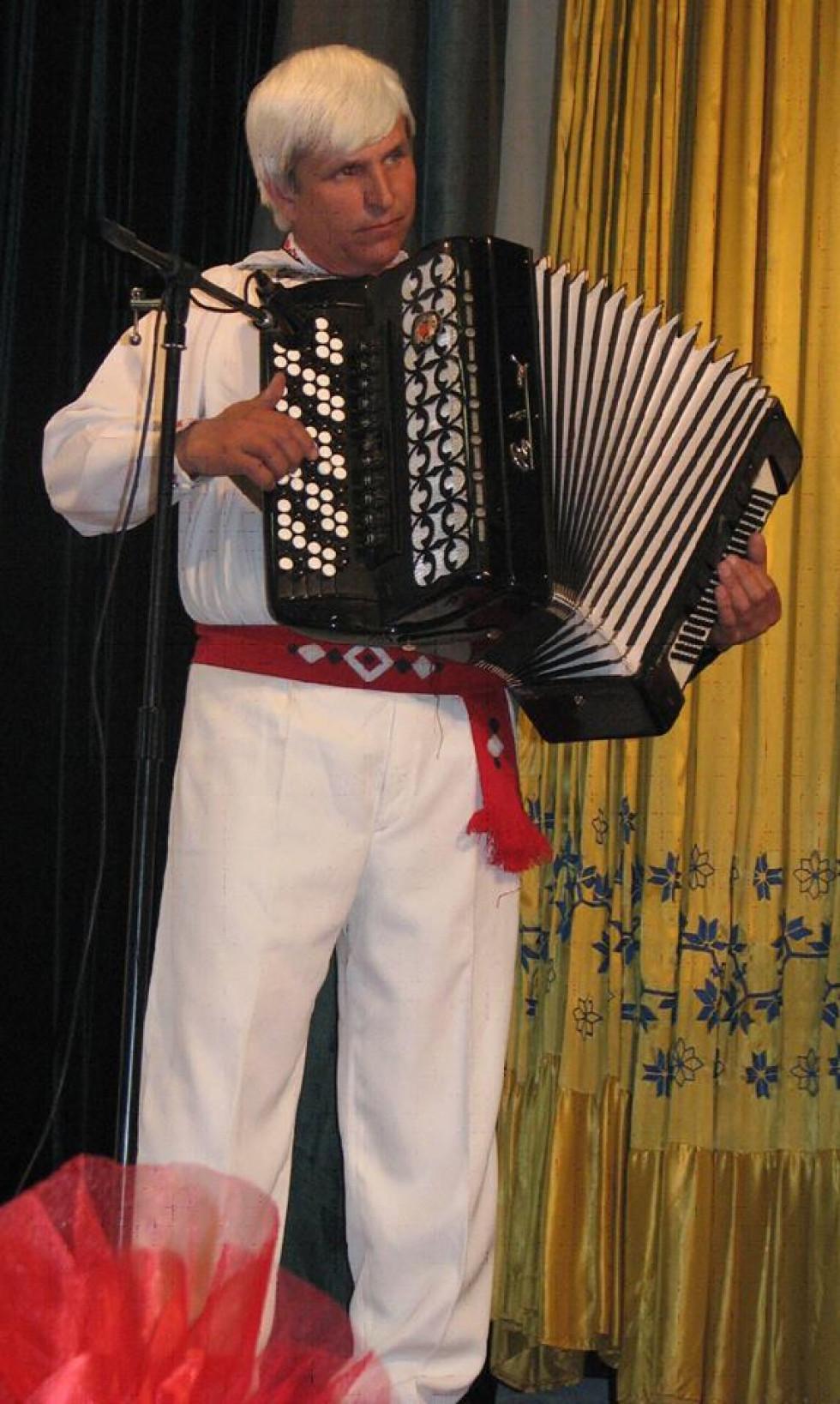 Віктор Портянко, керівник Зразкового ансамблю народної музики «Байда»