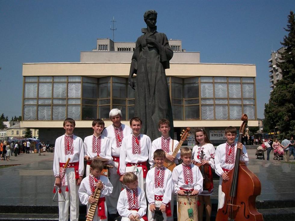 Вихованці Віктора Портянко (Зразковий ансамбль народної музики «Байда»)