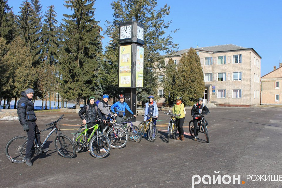 Учасники велозаїзду «Шістдесят дев'ять»