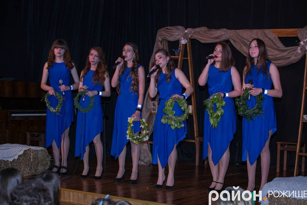 Вікторія Гурська зі своїм гуртом «Аколада»