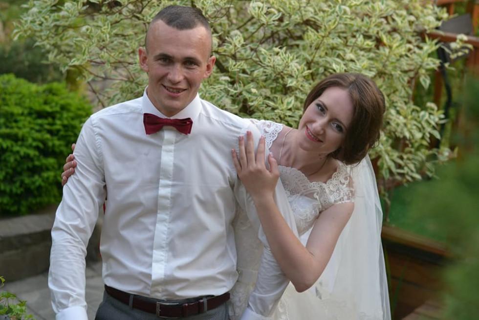 Щасливі наречені Микола та Марія