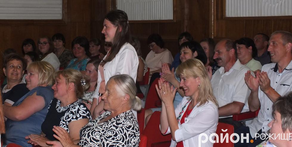 Щирими оплесками з Почесною грамотою голови ОДА, Тетяну Кузьмук вітали колеги під час урочистостей до Дня медика в Рожищі