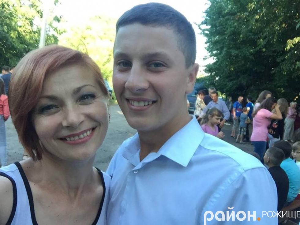 Ведуча Наталія Марценюк з ініціатором та організатором свята  Артемом Степанюком