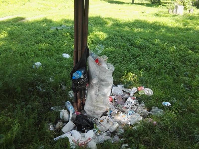 Купи сміття – світлини парку в Рожищі