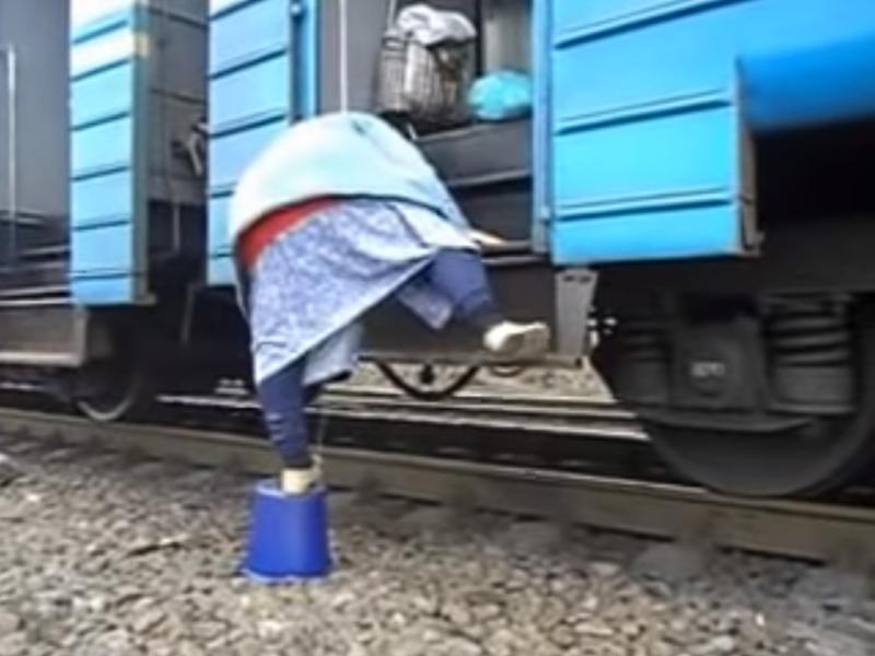 Пасажири просять елементарного комфорту на залізничному вокзалі