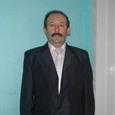 Депутат Рожищенської районної ради, лікар-стоматологВіталій Ковальчук