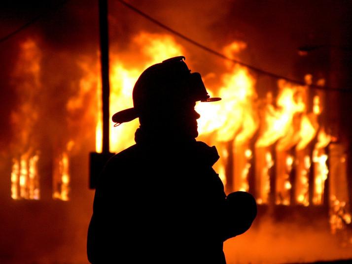 У селі Любче Рожищенського району згоріли господарська споруда та хата.