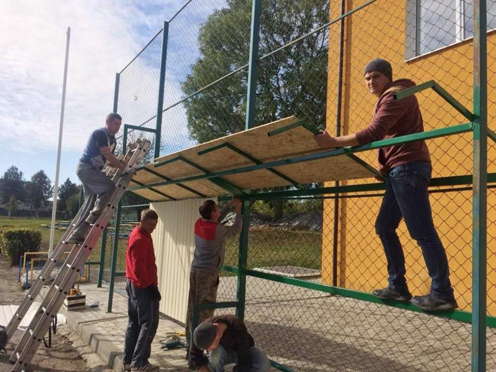 Ремонтні роботи на стадіоні у Рожищі