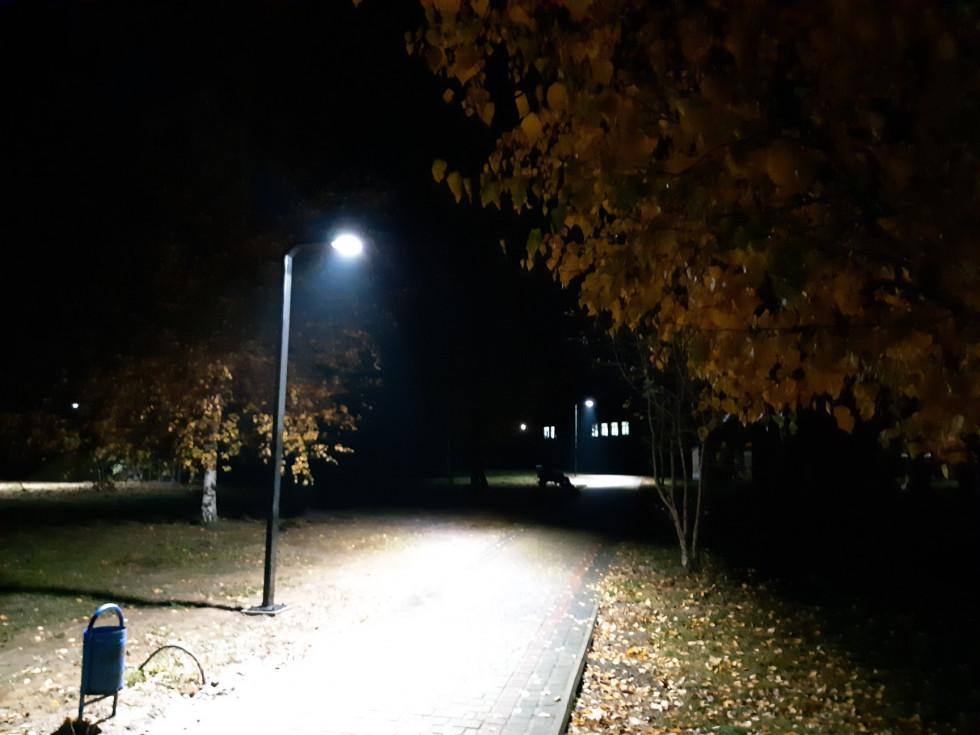 Нові ліхтарі у парку