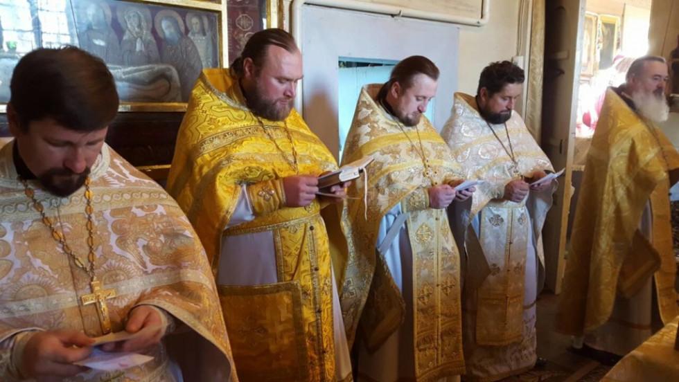 Священики під час служби