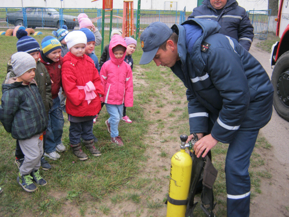 Діти та рятувальники