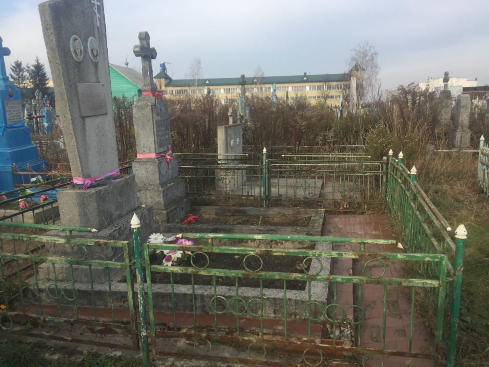 Прибрані могили поляків