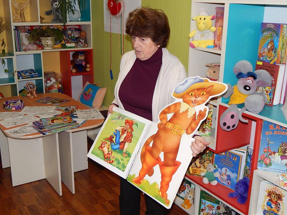 Дітям читали казку
