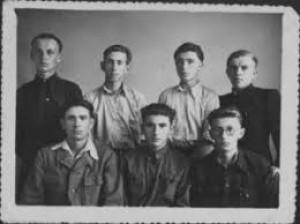Учасники літературного гуртка. Кінець 1940-х.