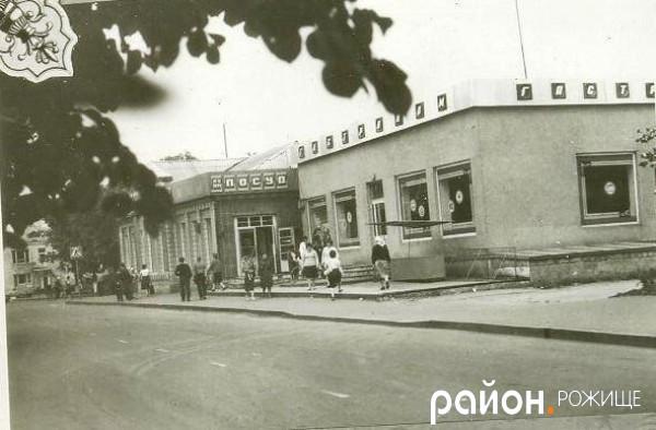 Теперішня вулиця Незалежності, перед перехрестям.