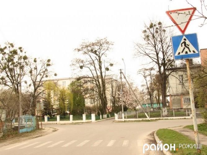Перехрестя вул. Грушевського та 1 Травня