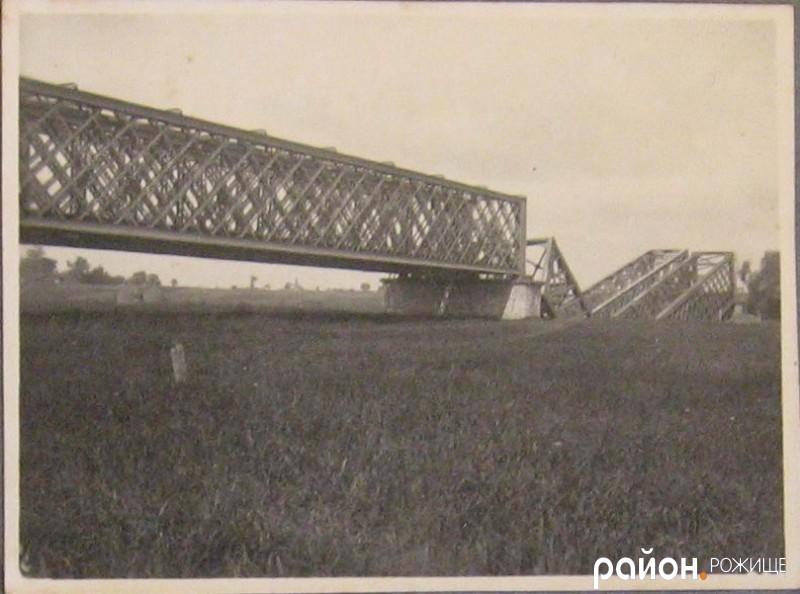 Залізний міст через річку Стир