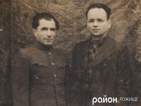 Абрам Леубев (зліва) на службі під час війни